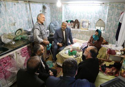 دیدار اعضای شورای اسلامی شهر قم با خانواده شهیدان باصری