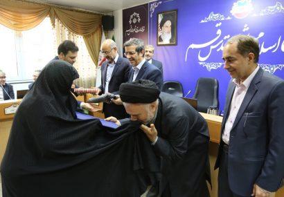 تجلیل از مادر شهید سید ابوالفضل حسینی به مناسبت روز زن