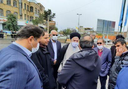 بازدید اعضای شورای اسلامی شهرمقدس قم از حادثه فرونشست خیابان در میدان کشاورز