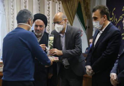 تقدیر از خادمان و کادر درمانی خط مقدم مبارزه با کرونا در جلسه رسمی شورای اسلامی شهر قم
